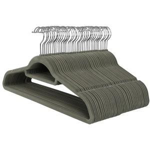 Cintre antidérapant en velours avec double barre et double encoche, 45 cm.