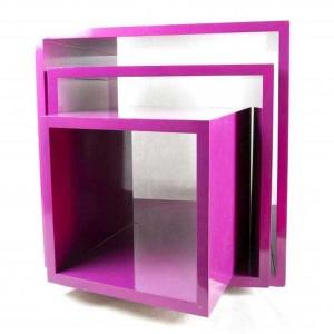 Cube d'affichage en bois laqué de différentes tailles et couleurs