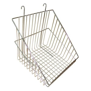 Metallic basket for mesh