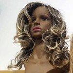 Perruca negra a mitja cabellera