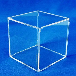 Exhibitor cube with snap-on lid
