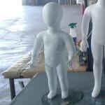 Mannequin gesichtsloses Kind 1 Jahr alt