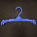 Percha para lencería 27 cm. de plástico azul