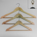 Wooden hanger with bar and notched 30-38-45 cm.