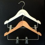 wooden hanger with notches and clips 30 cm.