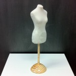 Pack Female miniature bust form + Wooden base
