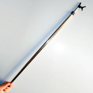 Pôle télescopique pour prêndre cintres 87-150cm.