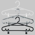 Round plastic hanger with bar and clips 43 cm.