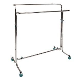 Penjador metàllic amb rodes d'ample 130cm. amb doble barra regulable en alçada