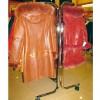 Kleiderstange aus Metall mit Rollen breit 130 cm. mit Doppel-Bars höhenverstellbare
