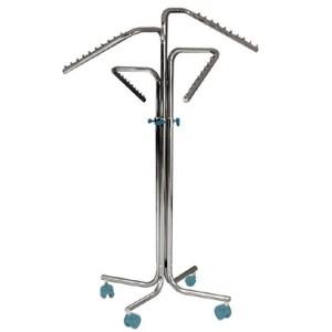 Perchero columna con ruedas y 4 brazos inclinados regulables en altura