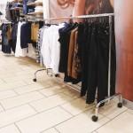 Wirtschafts Kleiderstange feste Höhe 150cm. Länge mit Rädern