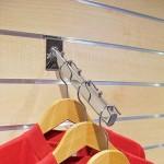 Inclined hanging bracket for Panel slats