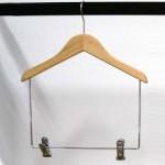 Cintre en bois de hêtre avec clips de 30-35-40-45 cm.