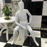Manichino gentiluomo seduta con la testa senza caratteristiche mod. Pattrick