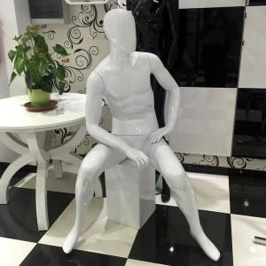 Maniquí caballero sentado sin rasgos mod. Pattrick