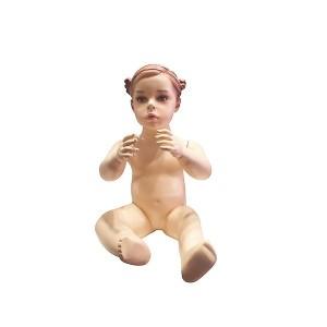 Bébé mannequin de couleur chair avec des caractéristiques et des cheveux sculptés