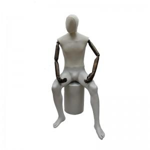 Maniquí caballero sentado sin rasgos con brazos articulados